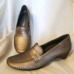Donald J Pliner penny loafer pump Petra bronze 7 N